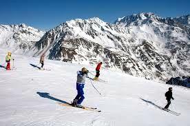 Sciatori sulle piste di Pila, Valle d'Aosta