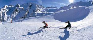 sciare sul ghiacciaio a inizio stagione
