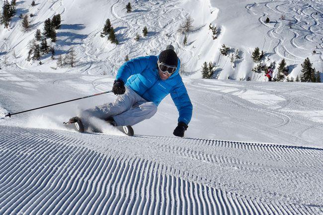 Sciatore sulle piste di Pila in Valle d'Aosta