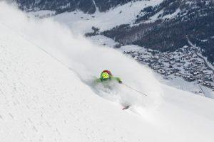 sciatore sulle piste di Livigno