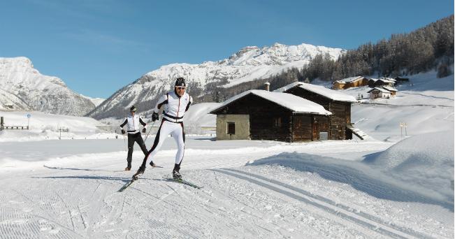 sciatori su pista da fondo a livigno