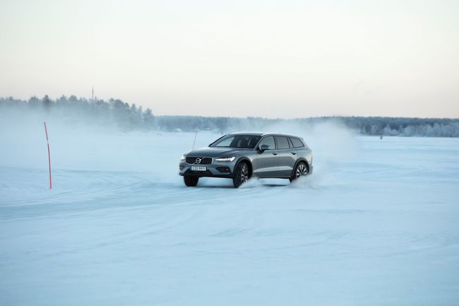 Volvo V60 Cross Country T5 Test Drive sulla neve